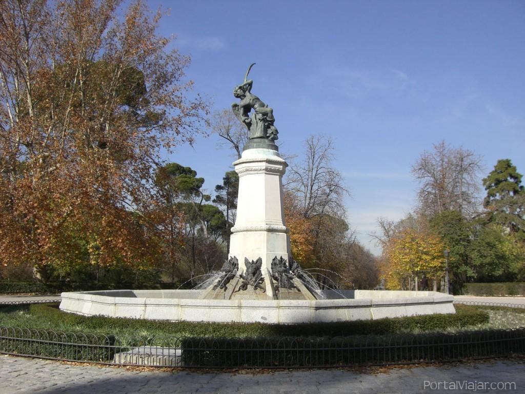 madrid 54 - parque del retiro - estatua del angel caido